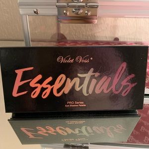 Violet Voss Essentials eyeshadow palette